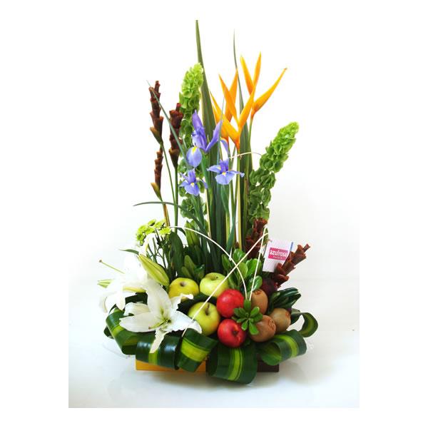 arreglo floral con fruta