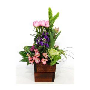 arreglo floral de rosas en maceta