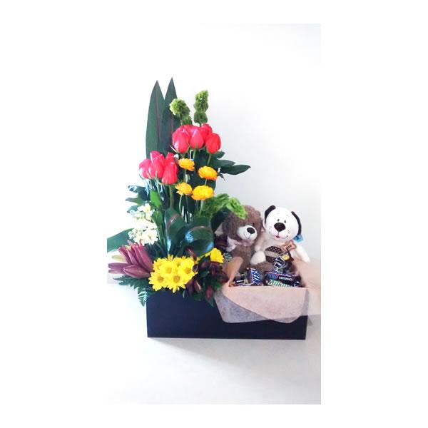 Arreglo Floral Con Muñecos Y Chocolates 1